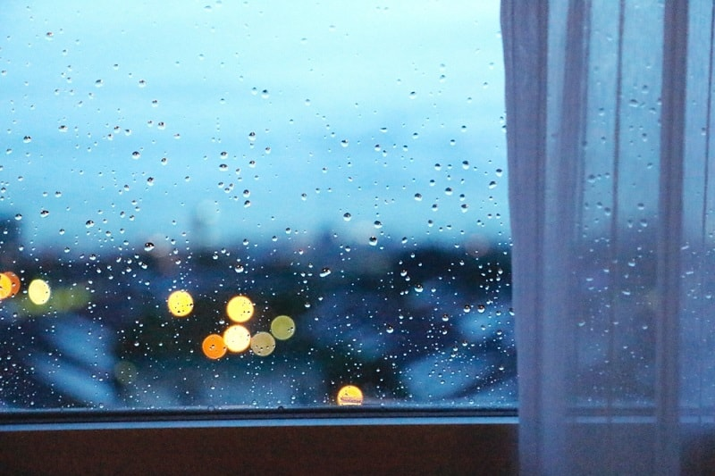 Raindrops as pink noise
